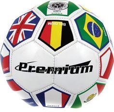 En españa, fútbol es muy popular y el deporte muy importante.