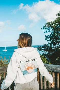 Summer Style with a Billabong Hoodie at the beach Surfer Outfit, Surfer Girl Outfits, Girls Summer Outfits, Summer Fashion Outfits, Cute Outfits, Surfer Girl Fashion, Surf Fashion, Fashion Blogs, Fashion Fashion