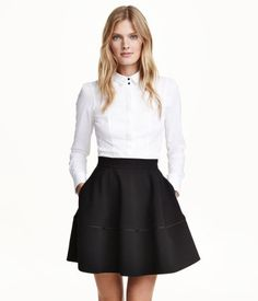 Circle skirt in thick, woven fabric. Seam above hem with narrow piping. Concealed side pockets and visible back zip. Black. | H&M Modern Classics