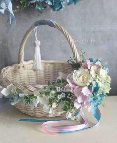 Lemon Centerpieces, Wedding Gift Baskets, Desi Wedding Decor, Basket Crafts, Cement Crafts, Shabby Chic Crafts, Creative Gift Wrapping, Flower Girl Basket, Basket Decoration