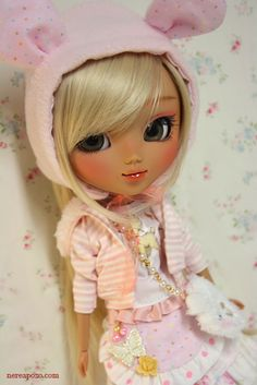 Not  Bylthe but Pullip doll are similar as they are cute