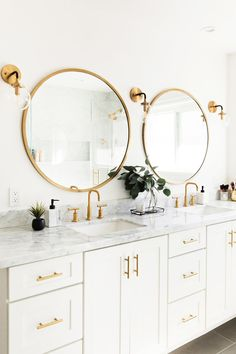 Like the white cabinets, marble tops, gold circular mirrors, light fixtures – di… – Bathroom Fixtures Ikea Interior, Bathroom Interior Design, Interior Ideas, Gold Bad, White Marble Bathrooms, Black And White Master Bathroom, Small Bathrooms, Circular Mirror, Bathroom Light Fixtures