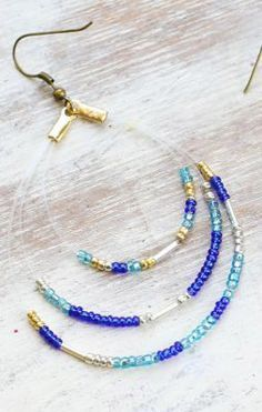 Awesome DIY Seed Bead Earrings www.thesweetestoc… DIY Seed Bead Earrings www. Diy Seed Bead Earrings, Seed Bead Jewelry, Beaded Earrings, Wire Jewelry, Jewelry Crafts, Beaded Jewelry, Handmade Jewelry, Beaded Bracelets, Seed Beads