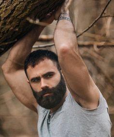 Very impressive beard. Serious beard envy here. Different Beard Styles, Beard Styles For Men, Hair And Beard Styles, Hairy Hunks, Hairy Men, Bearded Men, Mens Facial, Short Beard, Perfect Beard