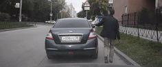 Um video publicado no YouTube mostra como é simples roubar um carro, apenas com uma folha de papel. Nas imagens, podemos ver uma pessoa a entrar para o lugar do condutor. Pouco depois, uma pessoa aproxima-se …
