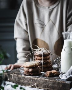 Santa's milk and cookies never looked so yummy! Milk Photography, Food Photography Styling, Food Styling, Holiday Desserts, Chocolate Chip Cookies, Cookie Recipes, Sweets, Christmas, Xmas