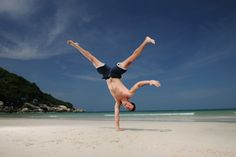Energized: this person is so energized they're doing a handstand. Handstand, Florida, Train, Running, Workout, Guys, Fitness, Sports, Personality