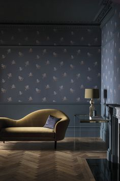 Explore stunning interior paint and wallpaper design inspirations from Paint & Paper Library. Like this deep grey floral wallpaper, in a luxurious living room. Interior Design Images, Luxury Interior Design, Interior Paint, Interior Decorating, Grey Floral Wallpaper, Luxury Wallpaper, Paint And Paper Library, Traditional Paint, Painted Paper