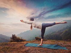 Woman doing Ashtanga Vinyasa Yoga asana Virabhadrasana 3 Warrior Yoga Breathing Techniques, Ashtanga Vinyasa Yoga, Indian Yoga, Bad Knees, Yoga Motivation, Yoga For Flexibility, Types Of Yoga, Pranayama, Yoga For Men