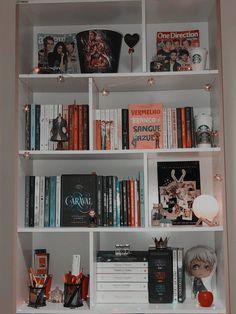 Bookshelf Inspiration, Room Inspiration, Bookshelf Ideas, Room Ideas Bedroom, Bedroom Decor, One Direction Room, Bookshelves In Bedroom, Otaku Room, Cute Room Decor