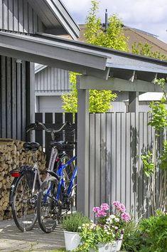 Build a real bike garage Outdoor Bike Storage, Backyard Storage, Modern Carport, Bike Shelter, Outdoor Buildings, Outdoor Cover, Bike Shed, House Yard, Shed Homes