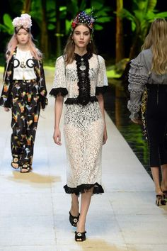 Dolce & Gabbana Spring 2017 Ready-to-Wear Fashion Show Fashion Week, Fashion 2017, Love Fashion, Runway Fashion, Spring Fashion, High Fashion, Fashion Show, Fashion Outfits, Womens Fashion