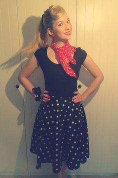 Tellerrock, Pünktchen-Bluse und Elvis-Tolle. Mit wenigen Handgriffen macht ihr euer 50er-Jahre Outfit perfekt. Einige Ideen für den 50er-Jahre Look.