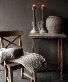 Vergrijsde oud Teak houten kruis stoel