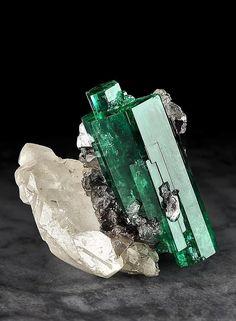 Minerals And Gemstones, Rocks And Minerals, Natural Crystals, Stones And Crystals, Cool Rocks, Crystal Magic, Rocks And Gems, Best Vibrators, Aquamarine Gem