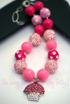 DIY Chunky Necklace Bead Kit - Cupcake - Rhinestone Pendant - Make your own chunky necklace (For my own taste: minus the cupcake, but love the pinks). Chunky Bead Necklaces, Bubble Necklaces, Chunky Jewelry, Chunky Beads, Girls Necklaces, Beaded Jewelry, Handmade Jewelry, Beaded Bracelets, Embroidery Bracelets