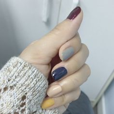 Nail art Christmas - the festive spirit on the nails. Over 70 creative ideas and tutorials - My Nails Gray Nails, Burgundy Nails, Pink Nails, Yellow Nails Design, Yellow Nail Art, Super Nails, Nagel Gel, Nail Polish Colors, Polish Nails