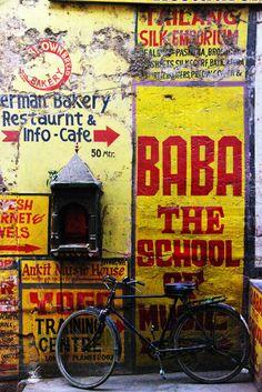 Baba the school of music - India Om Namah Shivaya, Robert Doisneau, Afrika Shop, Ancient Greek Architecture, Gothic Architecture, Street Art, Namaste, India Street, Rajasthan India