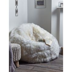 Made from supersoft 100% sheepskin that has been carefully manufactured in the UK, this large, long pile soft white beanbag exudes luxury. With a soft grey non slip suede leather base, zip closure and generously filled with beans, once you sink into this sumptuous beanbag you won't want to get out.