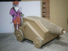 ALLE BOMBE DEL CANNON, cannone e pirati: gioco costituito da un cannone in grado di sparare un vortice d'aria unita a fumo da scena e da due sagome di pirati da abbattere.