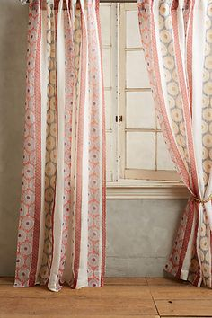 Cascading Circles Curtain - anthropologie.eu