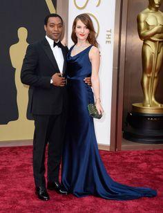 Chiwetel Ejiofor, nominado a Mejor Actor por 12 Años de Esclavitud, con Sari Mercer.