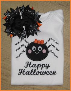 Halloween Shirt Diy Halloween Shirts, Halloween Applique, Baby Girl Halloween Costumes, Halloween Outfits, Halloween Crafts, Holiday Crafts, Happy Halloween, Halloween Clothes, Holiday Ideas