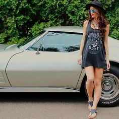 @allexamellardo gives the #bearpaw #april #sandals some serious #style with a #cool #car and #motleycrue tee.  #bearpawstyle #vintage #fashion #shoes #love #bearpaweurope #bearpaw_kr #bearpawlatam #bearpawmongolia