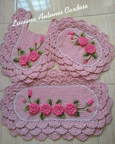 This Pin was discovered by SON Crochet Table Runner Pattern, Crochet Rug Patterns, Crochet Art, Weaving Patterns, Crochet Home, Crochet Projects, Hand Embroidery, Decoration, Fabric