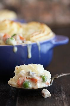 Turkey Shepherd's Pie | The Hopeless Housewife - a great way to use up your Thanksgiving leftovers!