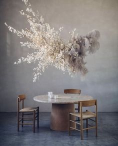 This magical flower installation by looks so beautiful with our new table which arrived last week. Flower Installation, Ceiling Installation, Diy Luminaire, Home Interior, Interior Design, Flower Decorations, Table Decorations, Grass Decor, Ceiling Hanging