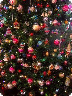 Love this handmade Christmas tree! Christmas Time Is Here, Merry Christmas To All, Christmas Scenes, Christmas Mood, Noel Christmas, Vintage Christmas Ornaments, Retro Christmas, Christmas Decorations, Christmas Mantles