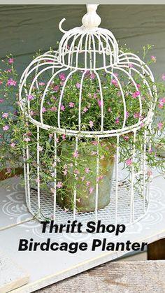 Garden Yard Ideas, Diy Garden Projects, Diy Garden Decor, Garden Crafts, Garden Planters, Vintage Garden Decor, Outdoor Garden Decor, Flowers In Jars, Flower Pots