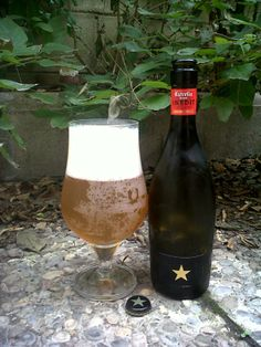 Marca: Estrella Damm.  Clase: Inedit.  Fabricante: Estrella Damm.  Cerveza de trigo.  Estilo: Witbier.  Fermentación: Alta.  Grados: 4,8%.  Procedencia: Barcelona (España