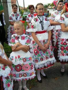 Sebechleby, Central Slovakia. Folk Costume, Costume Dress, Bohemian Girls, Boho, Polish Embroidery, Popular Costumes, Costumes Around The World, Beauty Around The World, Folk Dance