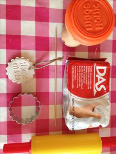 """""""Home made"""" clay gift tag with Hema cookie stamp. Diy Clay, Clay Crafts, Paper Crafts, Little Presents, Little Gifts, Crafts For Girls, Diy For Kids, Diy Projects To Try, Craft Projects"""