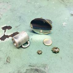 Coffee-mug with cake-ring in the making! ☕️ #latergram #gold #guld #silver #sølv #diamond #diamant #smykker #jewelry #jewellery #guldsmed #jeweller #goldsmith #handcrafted #handmade #danishdesign #guldsmedlouisedegn