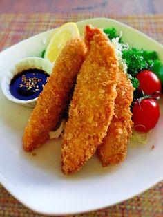 手間なし・簡単♪鶏ささみのカレー・マヨフライ by 津久井 美知子 (chiko) 「写真がきれい」×「つくりやすい」×「美味しい」お料理と出会えるレシピサイト「Nadia | ナディア」プロの料理を無料で検索。実用的な節約簡単レシピからおもてなしレシピまで。有名レシピブロガーの料理動画も満載!お気に入りのレシピが保存できるSNS。 Meat Recipes, Wine Recipes, Chicken Recipes, Cooking Recipes, Healthy Recipes, Recipies, Eat More Chicken, How To Cook Chicken, Easy Cooking