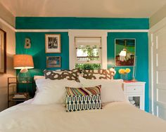 peacock walls. love this eclectic space. @Olivia García García Majors i could get turquoise wallpaper!