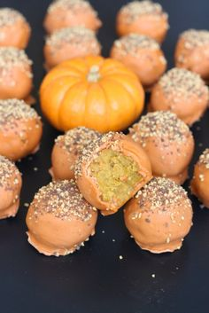 There's a pumpkin palooza going on in these cake balls that are full of fall flavor! This is the perfect dessert to bring with you to Thanksgiving dinner. Pumpkin Recipes, Fall Recipes, Holiday Recipes, Holiday Foods, Holiday Fun, Pumpkin Spice Cake, Pumpkin Dessert, Pumpkin Cake Pops, Pumpkin Pumpkin