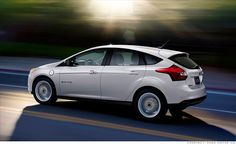 Ford Focus Electric Photos and Specs. Photo: Focus Electric Ford usa and 24 perfect photos of Ford Focus Electric Rio Grande Do Sul, Ford Motor Company, Electric Cars For Sale, Electric Vehicle, Ford Focus Electric, 2012 Ford Focus, Most Popular Cars, Used Ford, Ford News