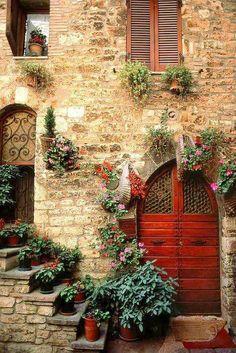 'Assisi Doorway' Perugia, Umbria, Italy (photo by Bart Edson) Cool Doors, Unique Doors, The Doors, Windows And Doors, Arched Doors, Doorway, Stairways, Belle Photo, Beautiful Places