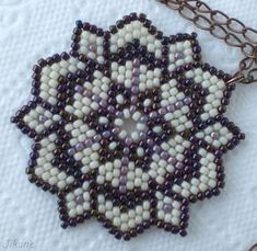 Beaded mandala - My Recommendations Seed Bead Necklace, Seed Bead Bracelets, Seed Bead Jewelry, Beaded Flowers Patterns, Beading Patterns, Beaded Crafts, Beaded Ornaments, Beaded Anklets, Beaded Earrings