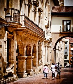 it's funny to think i walk buy this beautiful building on a daily basis and never think to look at it. Oviedo, Spain