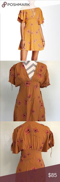 TODAY FIRM🎉HP🎉Free People Melanie Printed dress Beautiful mustard shade. Had a side zipper and pockets ad well.  Dress is lined as well.                  (pk#3) Free People Dresses Mini