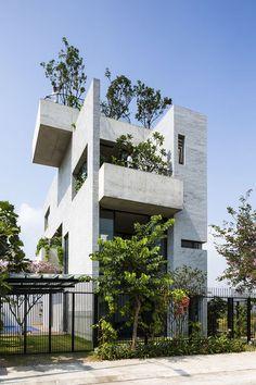 Binh House by Vo Trong Nghia Architects (Vo Trong Nghia) / Design Team - Masaaki Iwamoto, Hsing-O Chiang, Nguyen Tat Dat, Nguyen Duy Phuoc, Takahito Yamada / District 2, Ho Chi Minh city, Vietnam