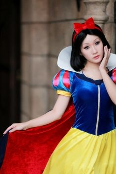 "Japanese Cosplay : Snow White (Walt Disney ""Snow White and the Seven Dwarfs"")"