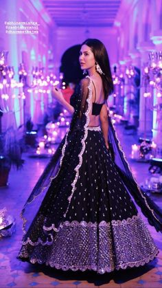 Indian Gowns Dresses, Indian Fashion Dresses, Dress Indian Style, Indian Designer Outfits, Pakistani Wedding Outfits, Indian Bridal Outfits, Indian Bridal Fashion, Wedding Lehenga Designs, Party Wear Lehenga
