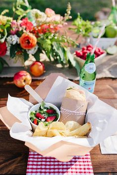 summer picnic ideas lunch in a paper box
