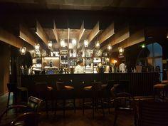 Le bar à Champagne le Gustave, au sein de l'hôtel Ibis Cambronne.   Déco vintage et boisée, on n'y a mis une belle ambiance avec notre apéro du jeudi.   Délicieux cocktails à Champagne à ne pas louper. #apero #bar #Champagne